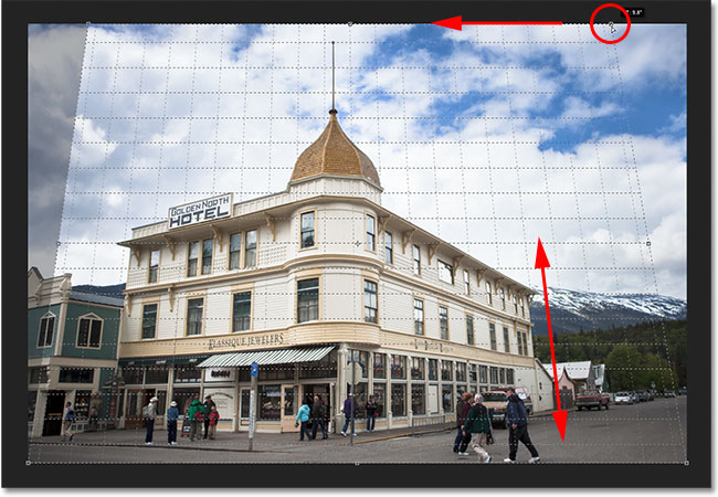 Dragging the top right crop handle to adjust the perspective grid. Image © 2012 Steve Patterson