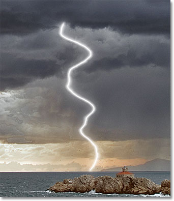 A glow appears around the lightning. Image © 2011 Photoshop Essentials.com.