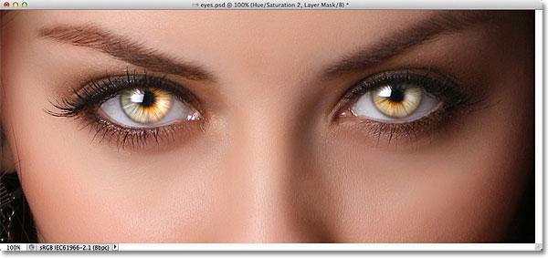 Photoshop Radial Zoom Enhanced Eyes Effect.