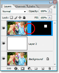 The link icon between the layer thumbnail and the layer mask is now gone.