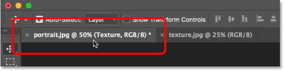 Cliquer sur l'onglet pour changer de document dans Photoshop.
