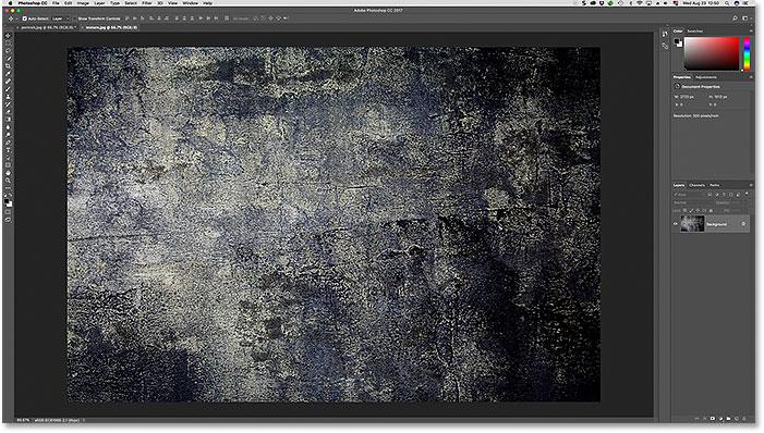 La segunda de las dos fotos abiertas en Photoshop. Imagen con licencia de Adobe Stock.