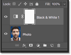 The Black & White adjustment layer is added to the smart object