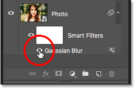 How to toggle the visibility of a smart filter in Photoshop