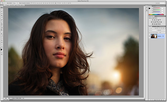 Choosing a new interface color theme in Photoshop CS6.