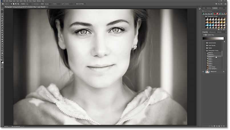 The color grading effect using the Selenium 2 Photographic Toning preset