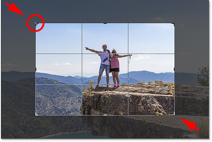Locking the aspect ratio and resizing the crop border from center in Photoshop