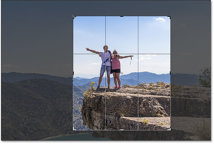 Resizing the crop border without setting an aspect ratio in Photoshop
