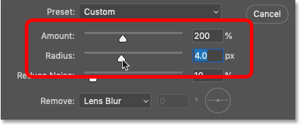 Setting the Smart Sharpen filter's Amount and Radius values in Photoshop