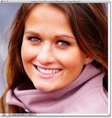 Photoshop lighten eyes tutorial. Image © 2012 Photoshop Essentials.com