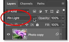 Changing the blend mode of the smart object to Pin Light