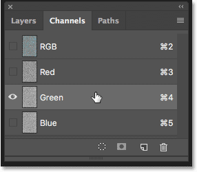 Selecting the Green channel in the Channels panel in Photoshop