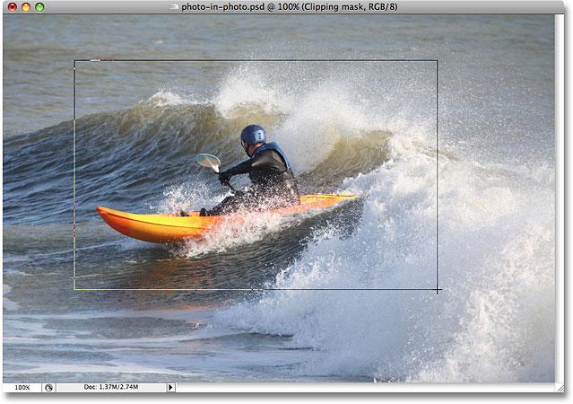 拖出我的小照片的形状。 图片 © 2008 Photoshop Essentials.com。